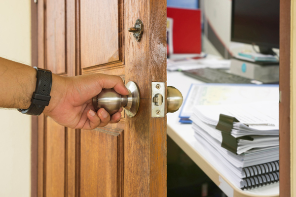 Traits You Want in an Office Locksmith For Your Office Building